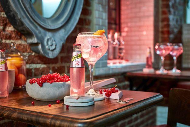 Schweppes lanza su Tónica Pink y aspira a llegar a más de un millón de consumidores